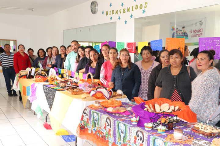 Aprenden mujeres de Xicohtzinco a realizar pan