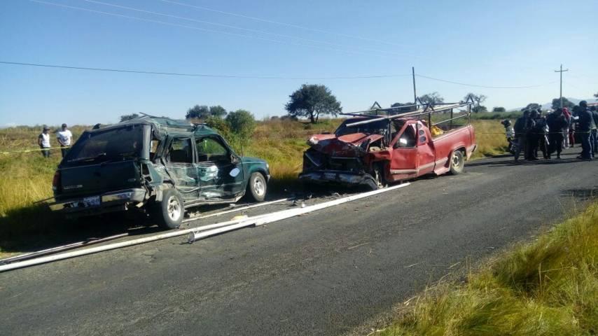 Dos muertos y 3 lesionados deja choque en Xicohténcatl en Huamantla