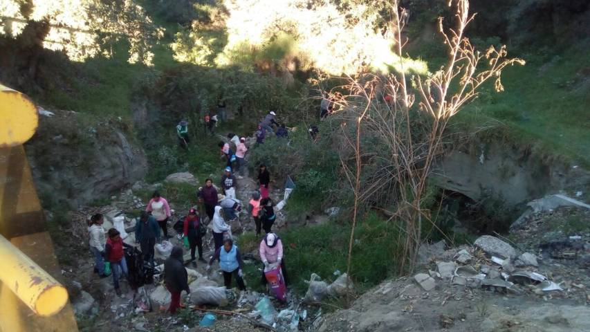 Realizan en Tetlanohcan jornada de limpieza en 3 barrancas del municipio