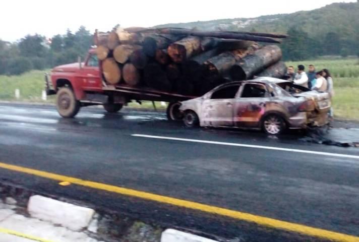 Cuatro muertos deja accidente por alcance en la autopista Tlaxcala-San Martin
