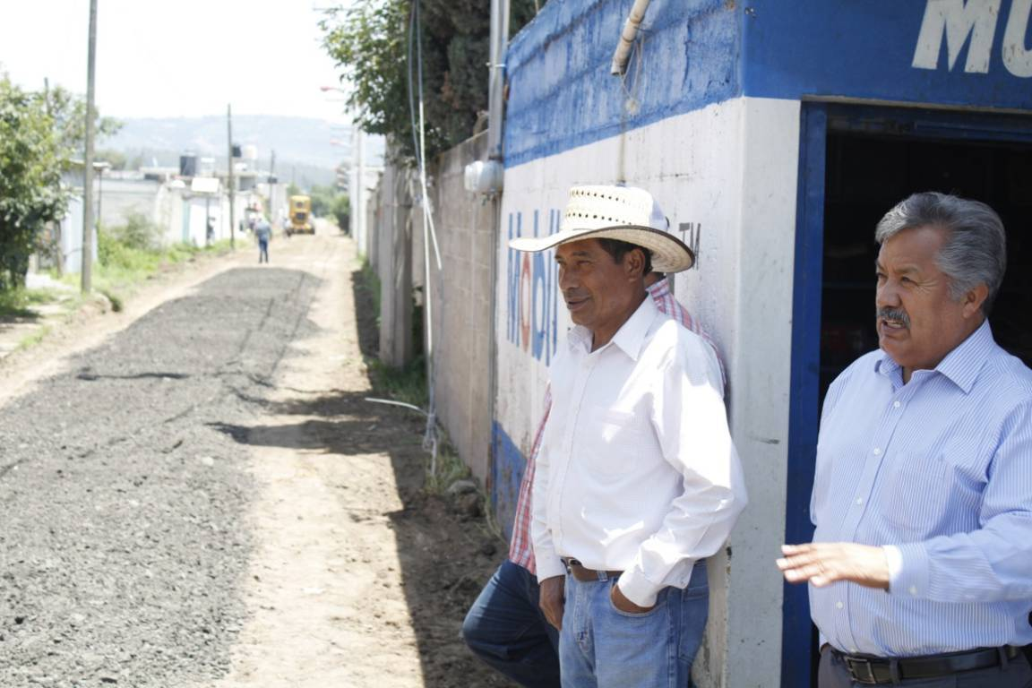 Mejorar los caminos en las comunidades fortalece su desarrollo: alcalde
