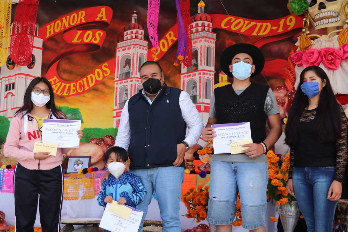 Premia Gobierno de Xicohtzinco a ganadores del concurso Calaverita Literaria