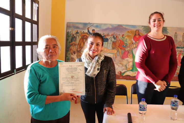 Capacita ICATLAX a habitantes de Xicohtzinco