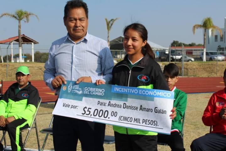 Alcalde impulsa el deporte apoyando a atletas de alto rendimiento