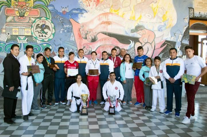 Alcalde galardono lo mejor del deporte municipal 2017