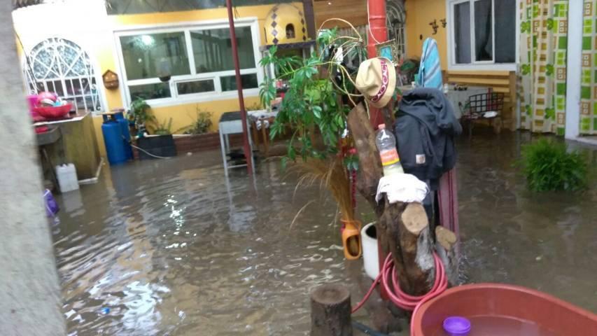 Protección Civil de Ixtacuixtla atiende inundaciones en Tepetitla