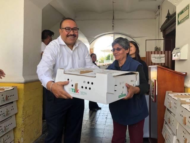 Con estos paquetes de aves fortalecemos la economía familiar: alcalde