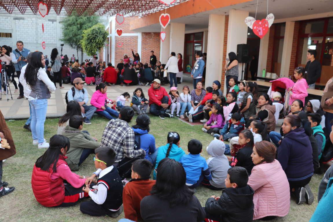 Promueve Xicohtzinco la integración familiar con Biblioteca Nocturna