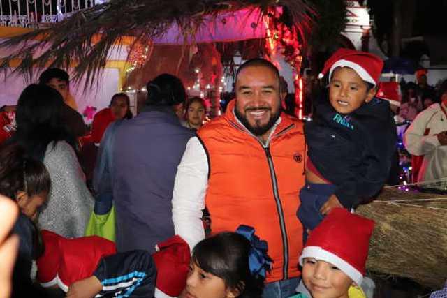 Inician fiestas decembrinas con encendido de árbol en Xicohtzinco
