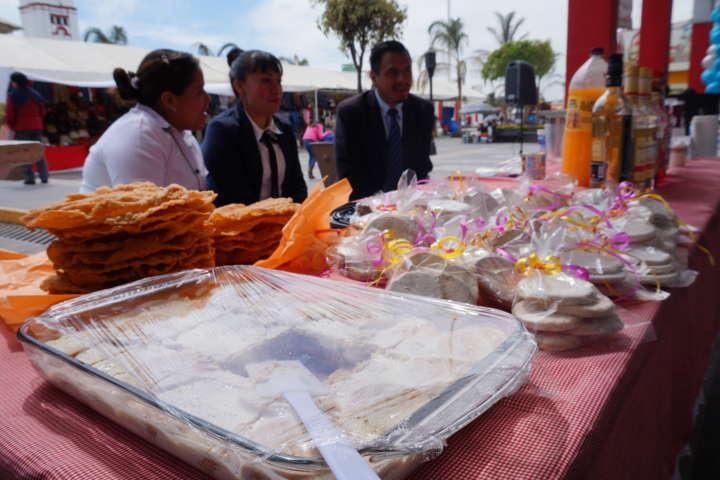 """Realizó Ayuntamiento expo-venta artesanal """"Icatlax"""""""
