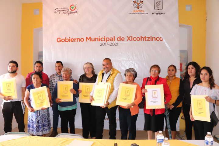 Realiza Gobierno de Xicohtzinco primera entrega de la campaña de escrituración