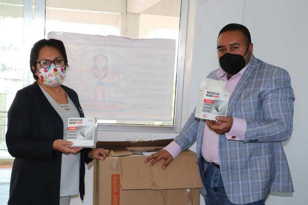 Entrega Badillo Jaramillo cubrebocas a personal de Hospital Covid-19 del sur