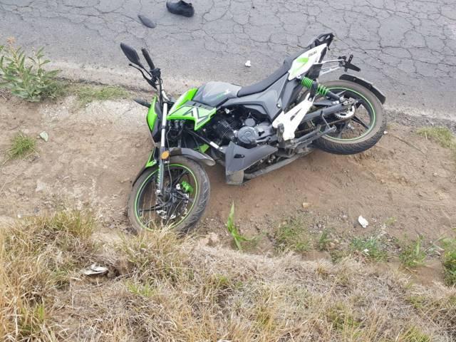 Derrape de moto deja un muerto y 2 lesionados en la carretera Ixtacuixtla-Nanacamilpa