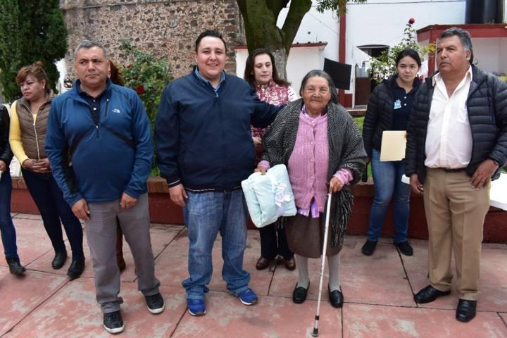 Festeja Ayuntamiento y SMDIF a los abuelitos en su día