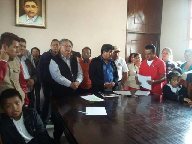 Presidente de Contla se reúne con padres de familia de Primaria Pioquinto Tlilayatzi