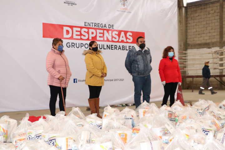 Continúan los apoyos a grupos vulnerables en Xicohtzinco