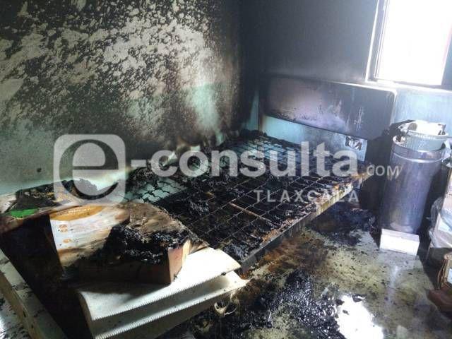 Incendio consume parte del Centro de Salud de San Pedro de Atlangatepec