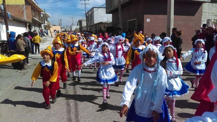 Feria Santa Apolonia Teacalco 2019 arrancó con un colorido desfile