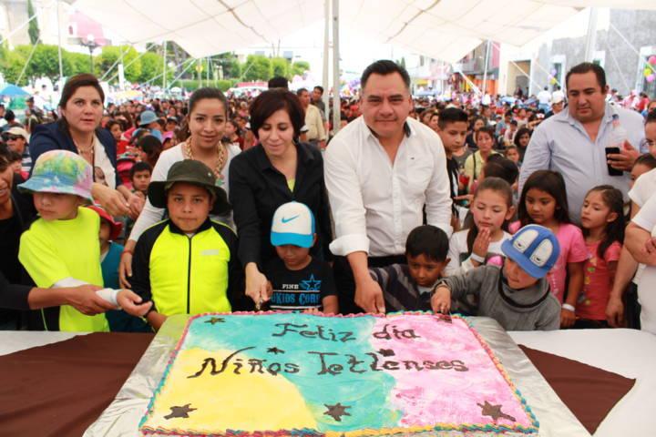 Con un pastel y mucha diversión el SMDIF festejo el Día del Niño y de la Niña