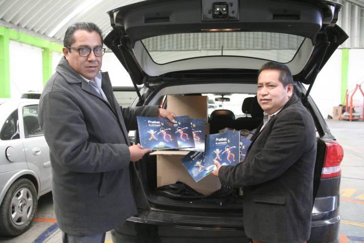 """Carin Molina recibe ejemplares del programa """"Pruebas de Astronauta"""""""