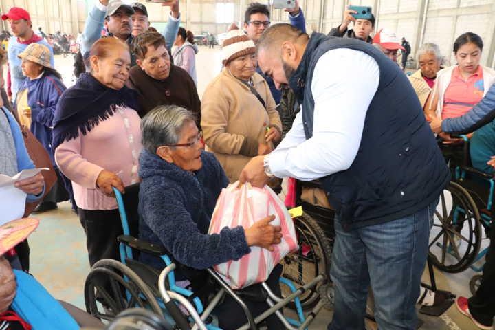 Entrega Badillo Jaramillo 650 despensas a grupos vulnerables
