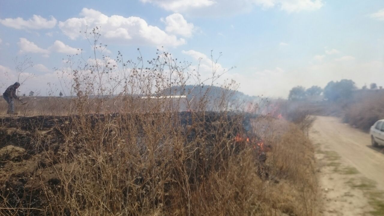 Gobierno Municipal de Tepetitla atiende oportunamente incendio de pastizal