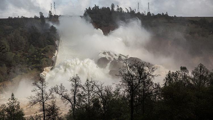 Transmisión desde el lugar del accidente de la presa más alta de EEUU en California