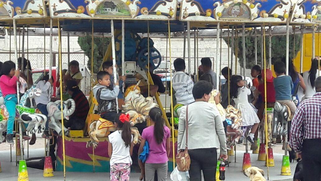 Festeja Ayuntamiento y SMDIF a los niños y mamas de Teacalco
