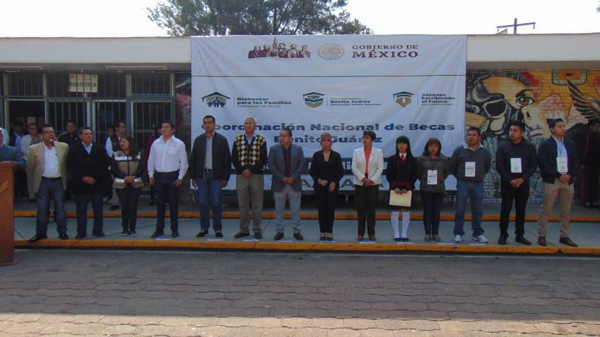 Alcalde de Amaxac se suma a la entrega de becas al CONALEP