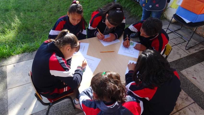 Visitan alumnos de la Escuela Felipe Santiago Xicohténcatl biblioteca de Xicohtzinco