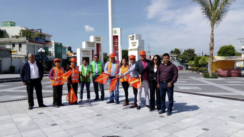 Alcalde mejora la imagen urbana de la fuente del zócalo