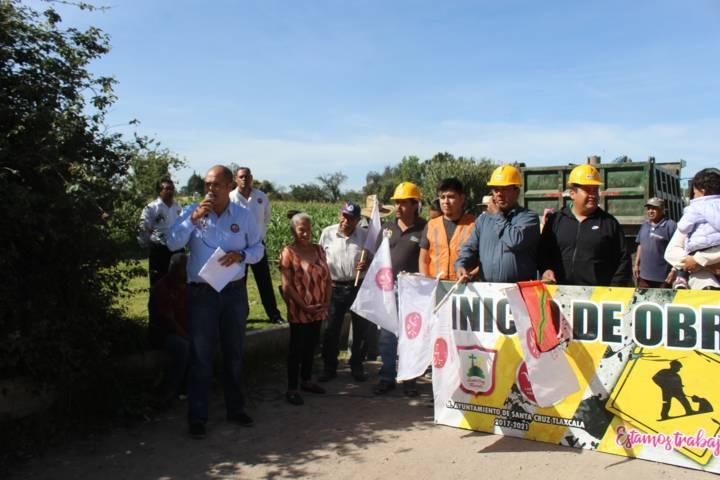 Alcalde inicia los trabajos de la 2da etapa de la calle Pinos de Tlacochcalco