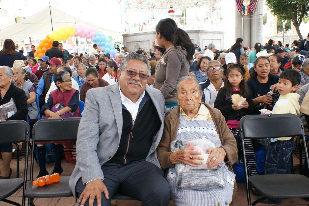 Anuncia Miguel Muñoz apoyos para los abuelitos de Contla