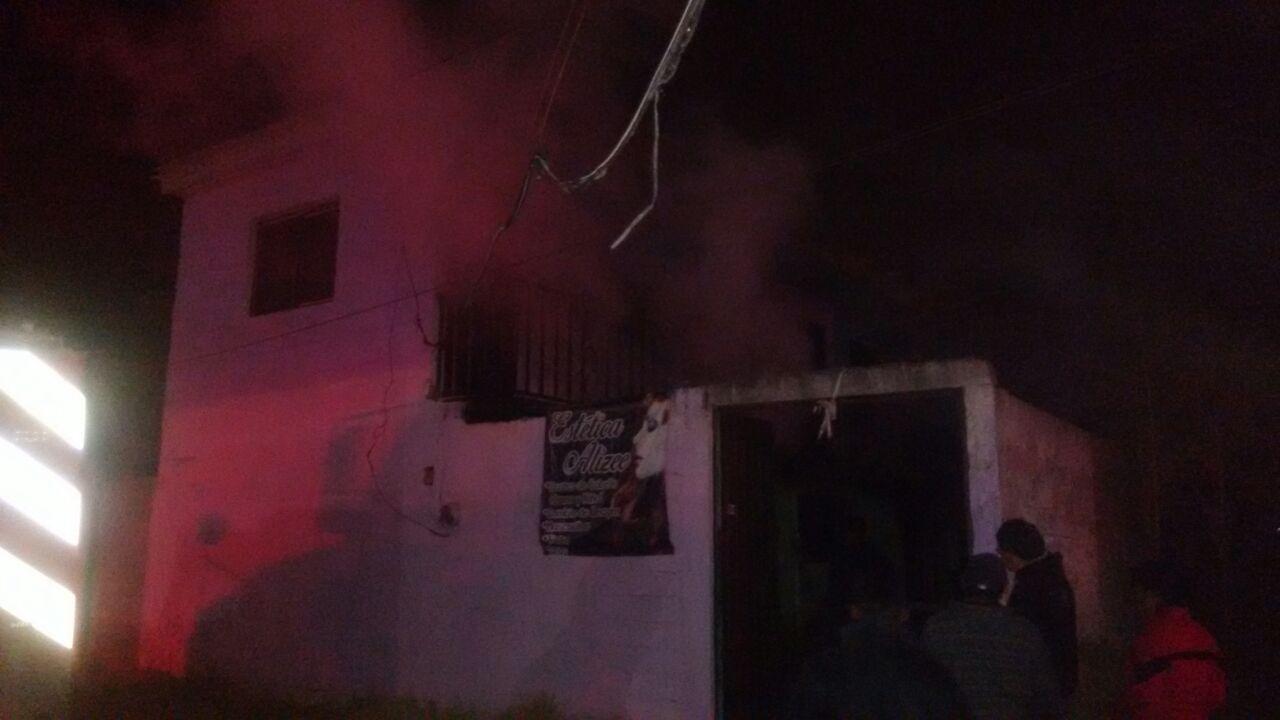 Voraz incendio consume vivienda y deja solo daños materiales