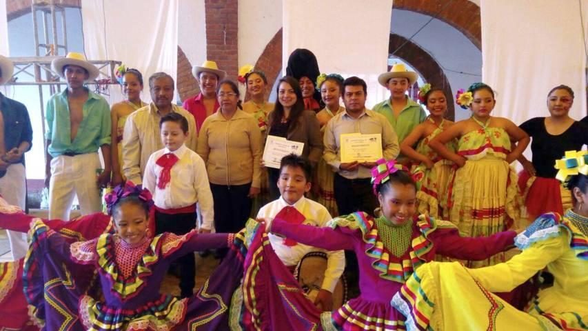 Alcalde promueve la danza regional en la feria de Tocatlan