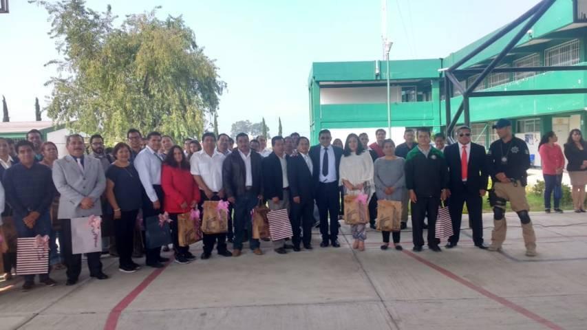 Alcalde visita las escuelas para reconocer la labor de los Maestro