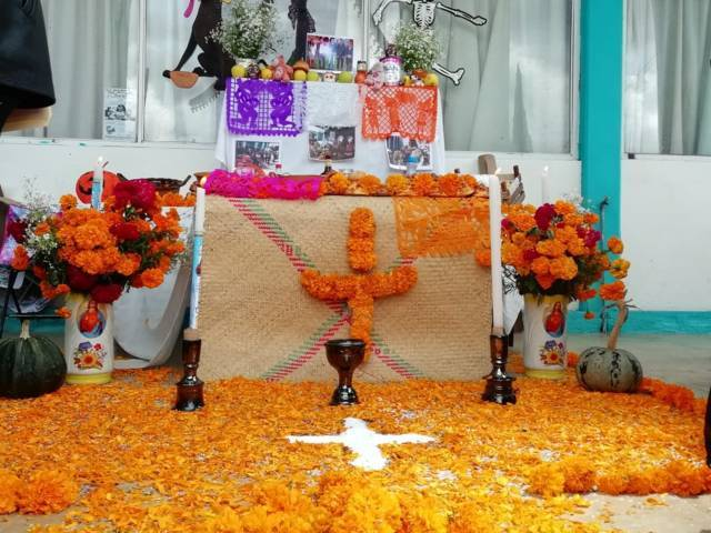 El DIF municipal fomenta la tradición de Día de Muertos con concurso de ofrendas