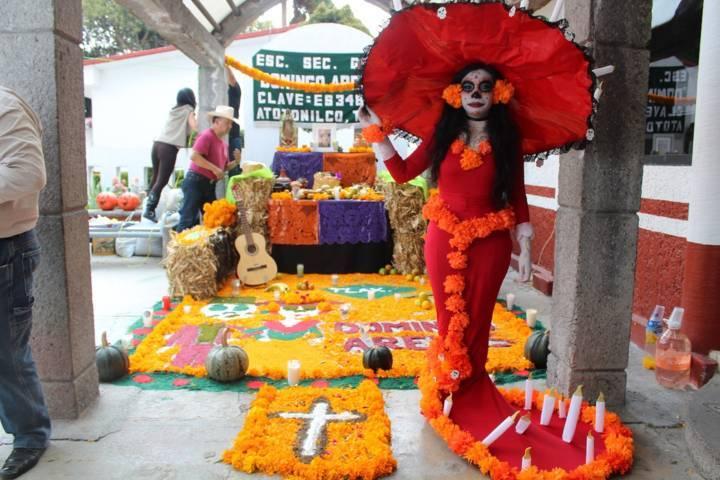 En este concurso de ofrendas inculcamos valores por el Día de Muertos: alcalde