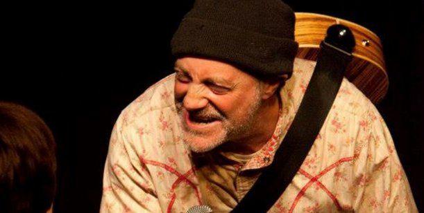 Comediante Ingles bromea sobre su muerte y minutos después fallece de paro cardíaco