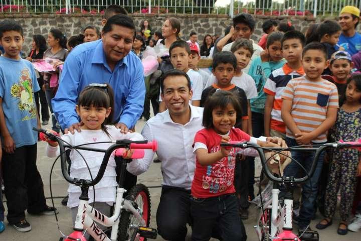 Celebran el Día del niño en Tepeyanco en un ambiente de fiesta