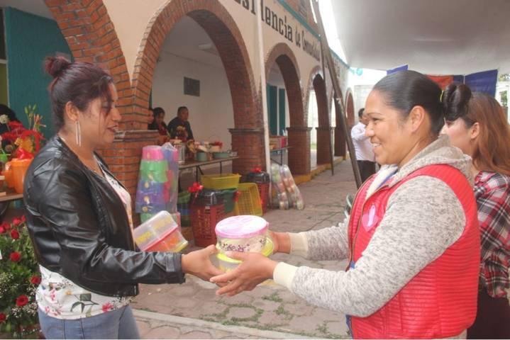 Ayuntamiento y SMDIF festejaron a cientos de mamas del municipio en su día