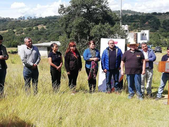 Alcalde entrega 441 ml de electrificación en las calles Carranza y la Joya