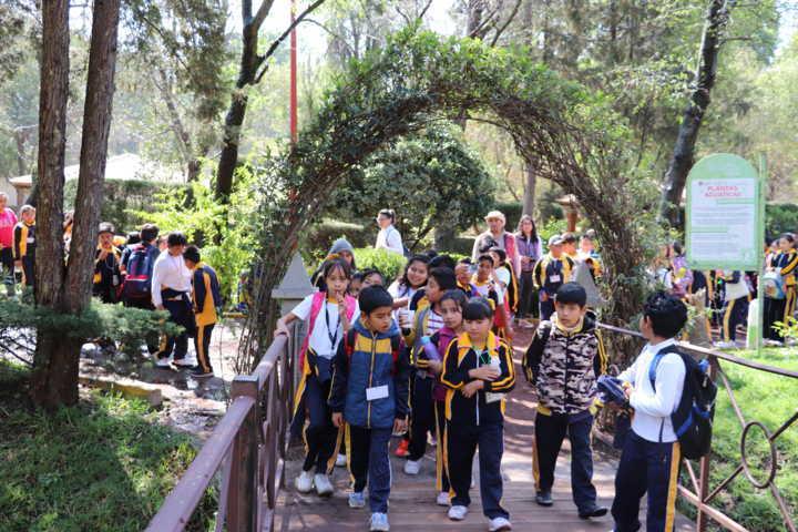 Visitan niños de Xicohtzinco la Sala de CIne Miguel N.Lira y Jardín Botánico