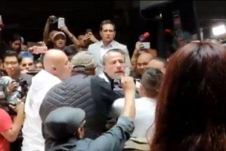 Carlos Trejo y Alfredo Adame arman tremendo zafarrancho durante conferencia