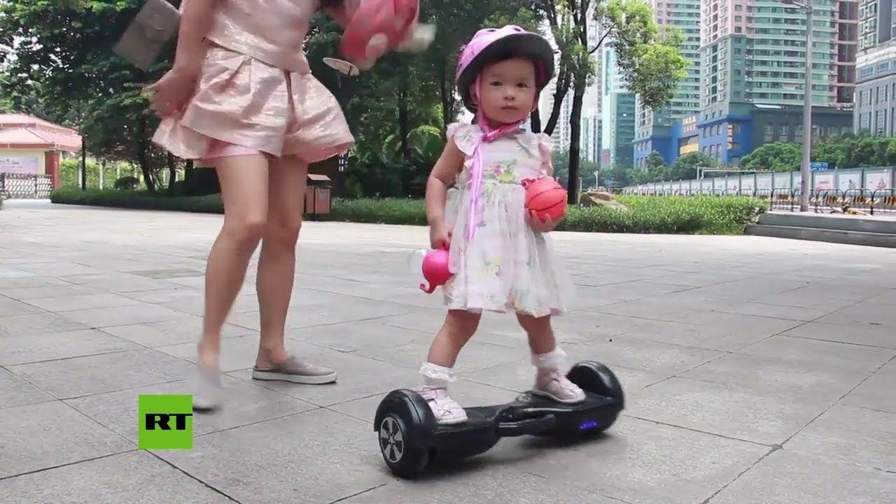 Una niña china causa sensación por su habilidad con la  patineta eléctrica