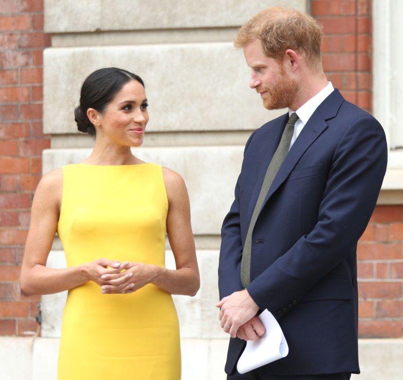 Firman petición para retirar el título a Meghan Markle y al príncipe Harry  de Duques