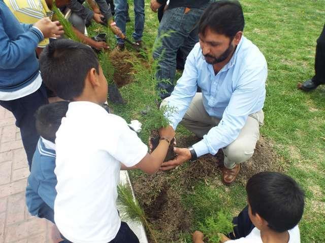 Alcalde de Hueyotlipan inicia campaña de reforestación 2017