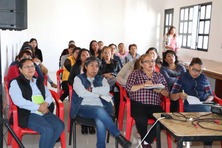 Funcionarias de Xicohtzinco se capacitan en materia de Derechos Humanos