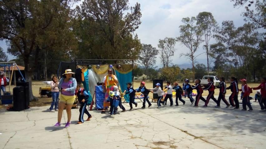 Niños y niñas festejaron en grande su día con un paseo al Fuerte Apache