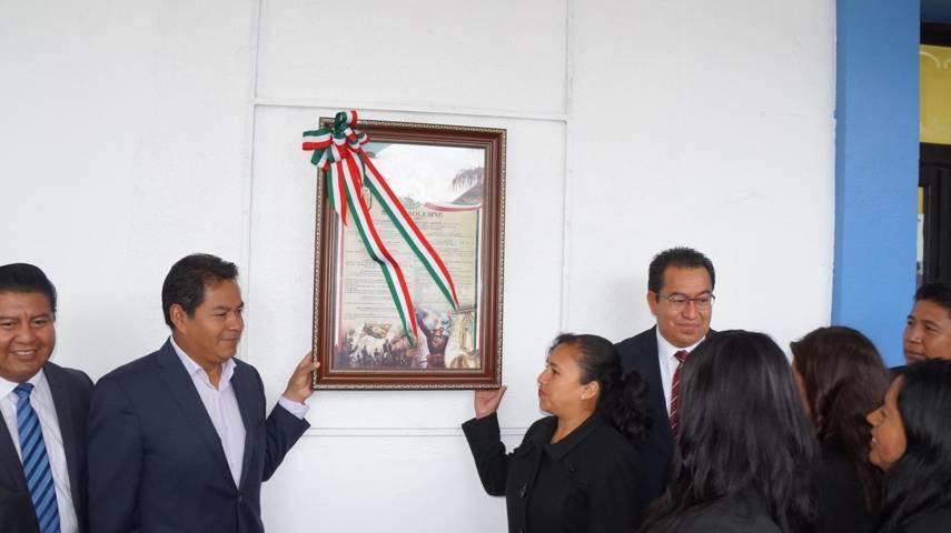 Cutberto Cano Coyotl coloca bando solemne de fiestas patrias en San Pablo del Monte